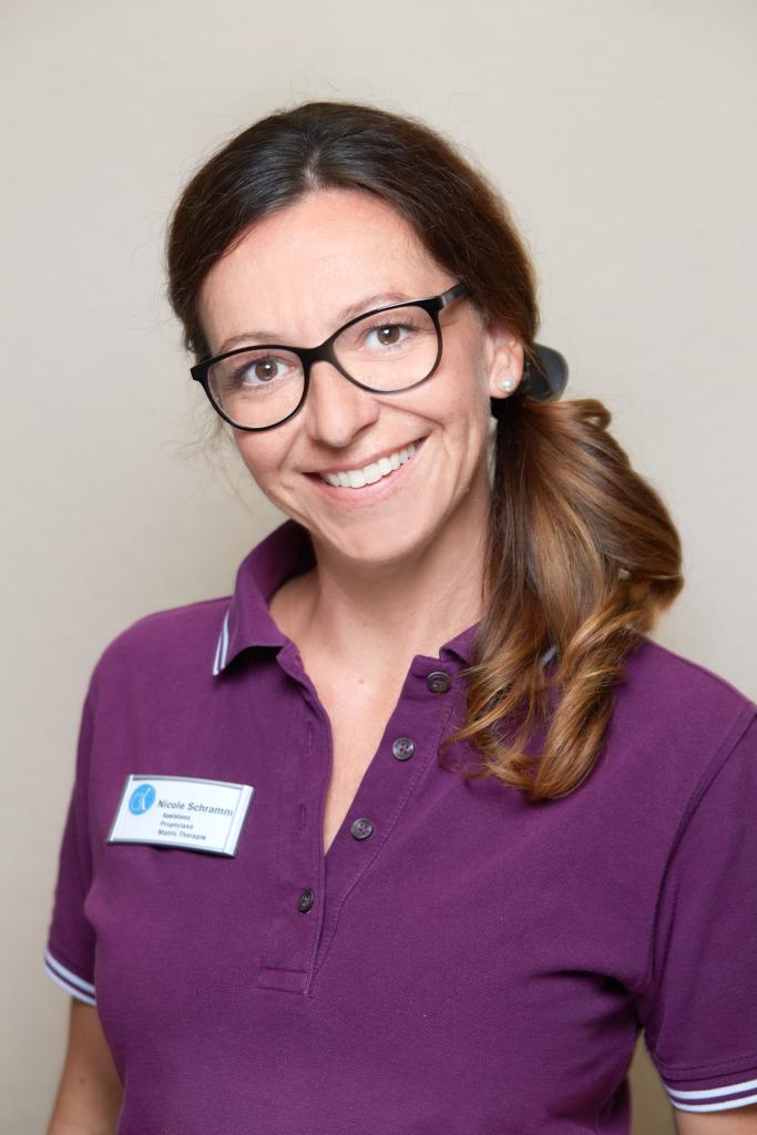Zahnarzt Wurzen - Team - Portrait von Mitarbeiterin Nicole Schramm